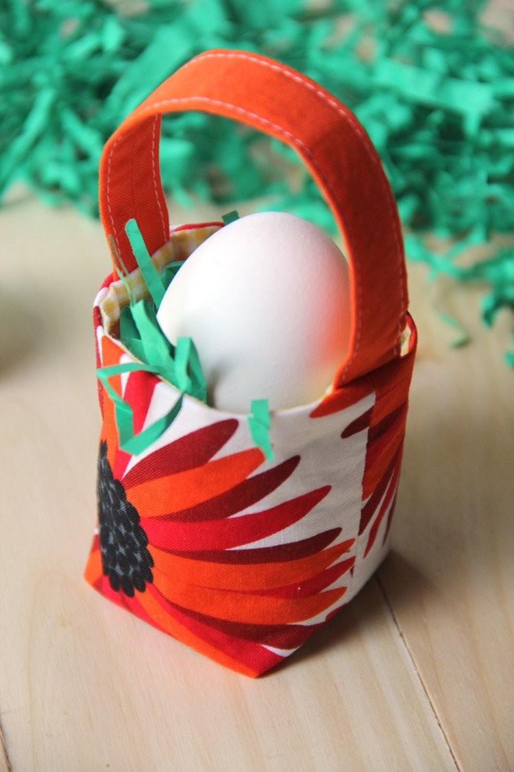 Sewing tutorial: Mini fabric Easter basket