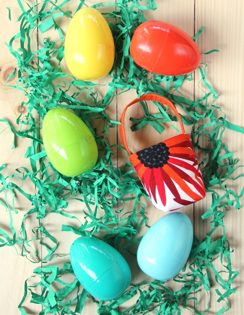 Tiny Easter Basket from craftystaci.com