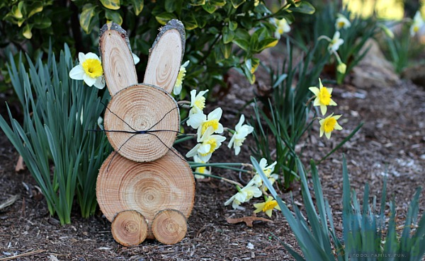 Rustic Wooden Bunny from Mom Unleashed
