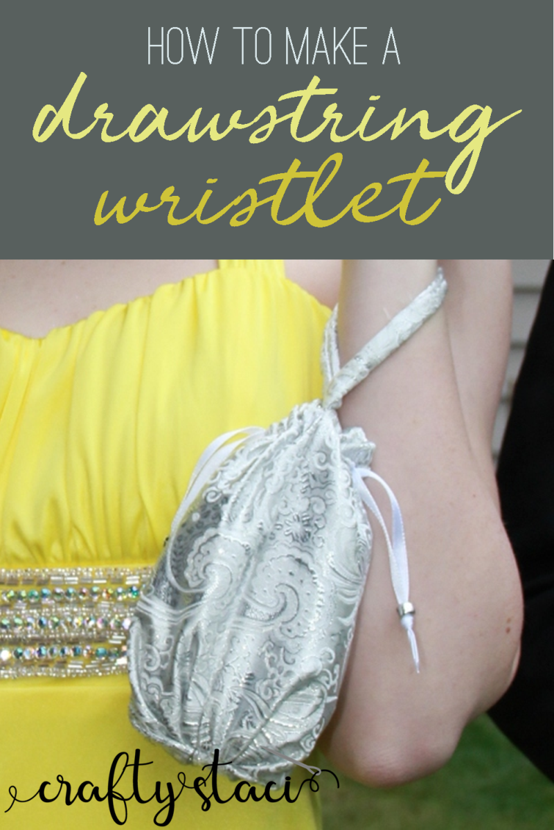 How to make a drawstring wristlet from craftystaci.com #bagpatterns #wristletpatterns #eveningbag