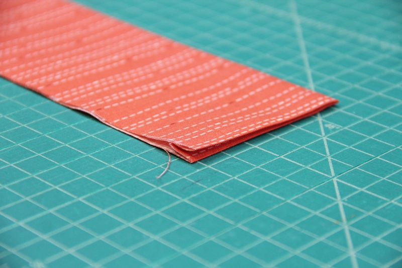Fold and press waistband for apron with secret pockets