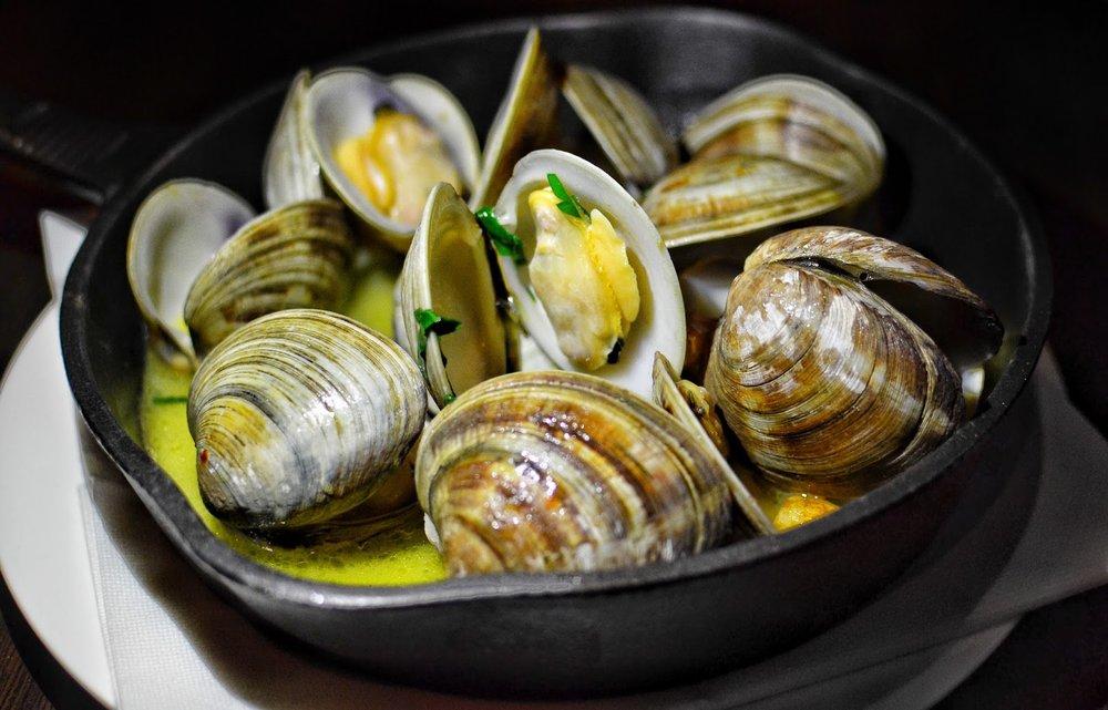 clams in garlic butter.jpg