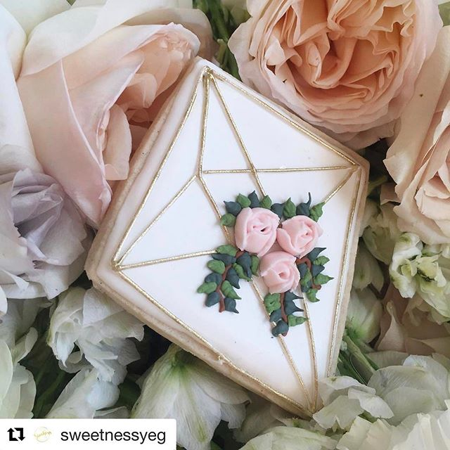 #Repost @sweetnessyeg with @repostapp ・・・ Edible himmeli as part of a wedding collection 💕 💐: by @fleurs.flowers . . #yeg #yegcookies #sweetnessYEG #yegbride #yegwedding #yegweddings #himmeli #weddingflowers #yegflowers #locallovepopup #localloveatthemac #yegbakery #sugarcookies #edibleart #yeglocal #yegfood #yegarts #yegdesign