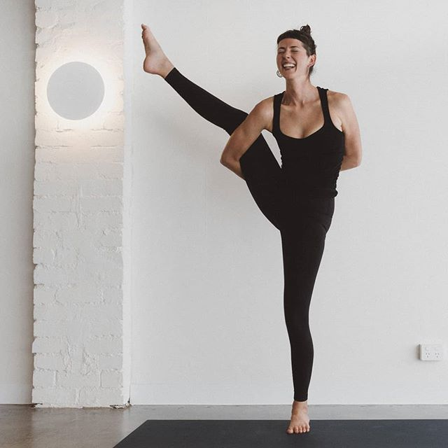 Laughing my way into Monday as I laugh and fall out of Svarga Dvijasana (bird of paradise pose) xx  Pumped to share my new lessons in life and yoga this week:  Thurs 6am, Yoga Fundamentals @warrioroneyoga  Sat 930am, Yoga Fundamentals @warrioroneyoga  Sat 11am, Yin Yoga @warrioroneyoga  #yogabloopers