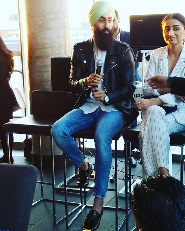 This past Thursday I had the honour and pleasure of speaking and sharing my journey at Sapna Toronto's, South Asian With Style Part 2!  Huge thanks to the @sapnatoronto team for including me in this amazing event and feautirng me as one of their Stylists!  Had a great time meeting and connecting with some great personalities!  #styledbyharj #sapnato #southasian #style #fashion #stylist #speaker #networking #rooftop