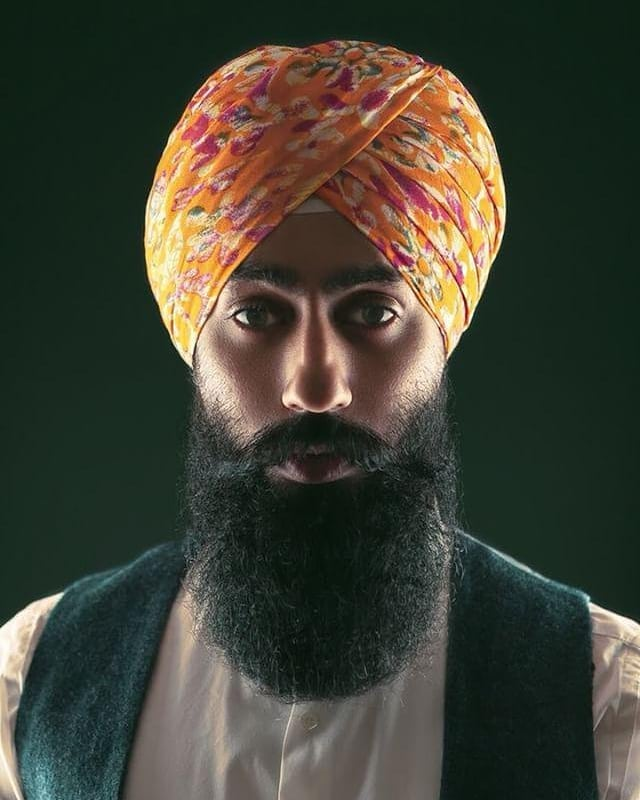 We've all got both light and dark inside us. What matters is the part we choose to act on.  Photography - @nebharfi  #styledbyharj #light #dark #yingyang #colour #focus #lost #balance #turbanandbeard