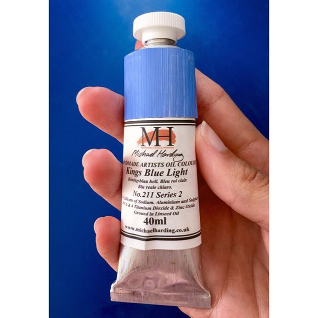 Come to Mama! 😄 Michael Harding Kings Blue Light. #blue #kingsblue #michaelharding #oilpaints #inthestudio @mhoilpaints