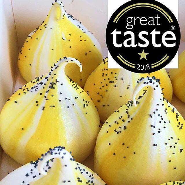 Lemon & Poppy seed meringue kiss 🍋 - the winner of a Great Taste award! Super happy!  @guildoffinefood #GreatTaste #greattaste GreatTasteAwards #GreatTaste2018 #achievement #meringues #pudding #meringue #meringuekiss #loveis #baking #yummy #tasty #treats #foodblogger #foodie #instapic #forkfeed #homemade #pastrychef #foodporn