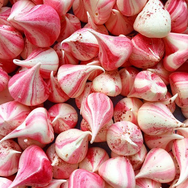 Some seriously good raspberry mini meringue kisses. 🤩🤩🤩 #raspberry #baking #meringue #meringues #raspberry #handmade #yummy #tasty #instafood #mykitchen #foodblogger #pink #glutenfree