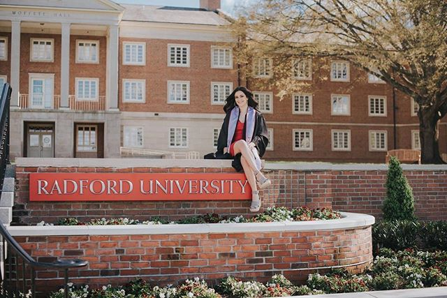 Are you a senior this year and graduating in just a few short weeks? Shoot me a message- I'm running a special deal for all those graduating this year!! 😍 @radfordu