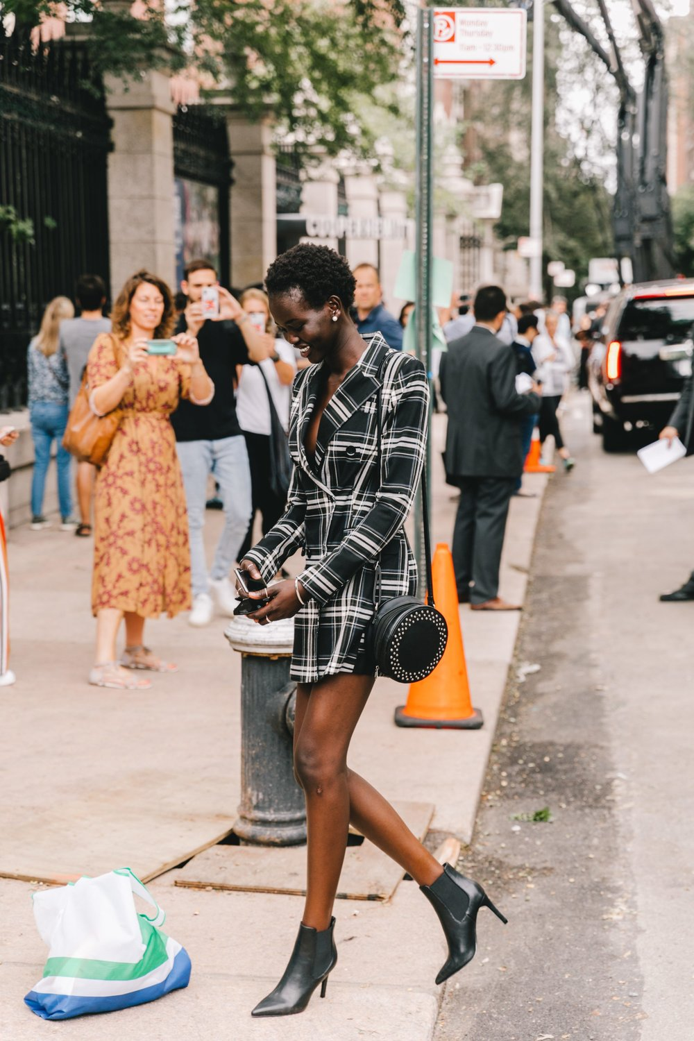 Collage_Vintage-NYFW-New_york_fashion_Week-Street_Style-10-2240x3360.jpg