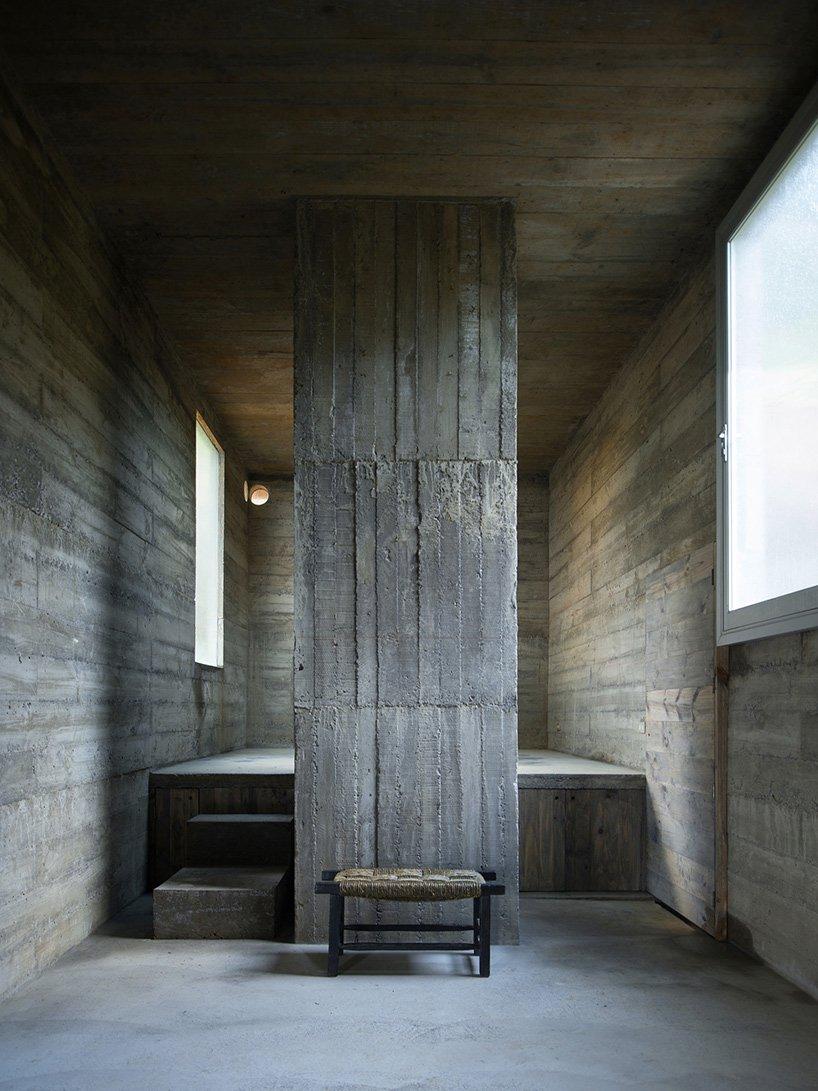 pezo-von-ellrichshausen-loba-house-coliumo-chile-designboom-06.jpg