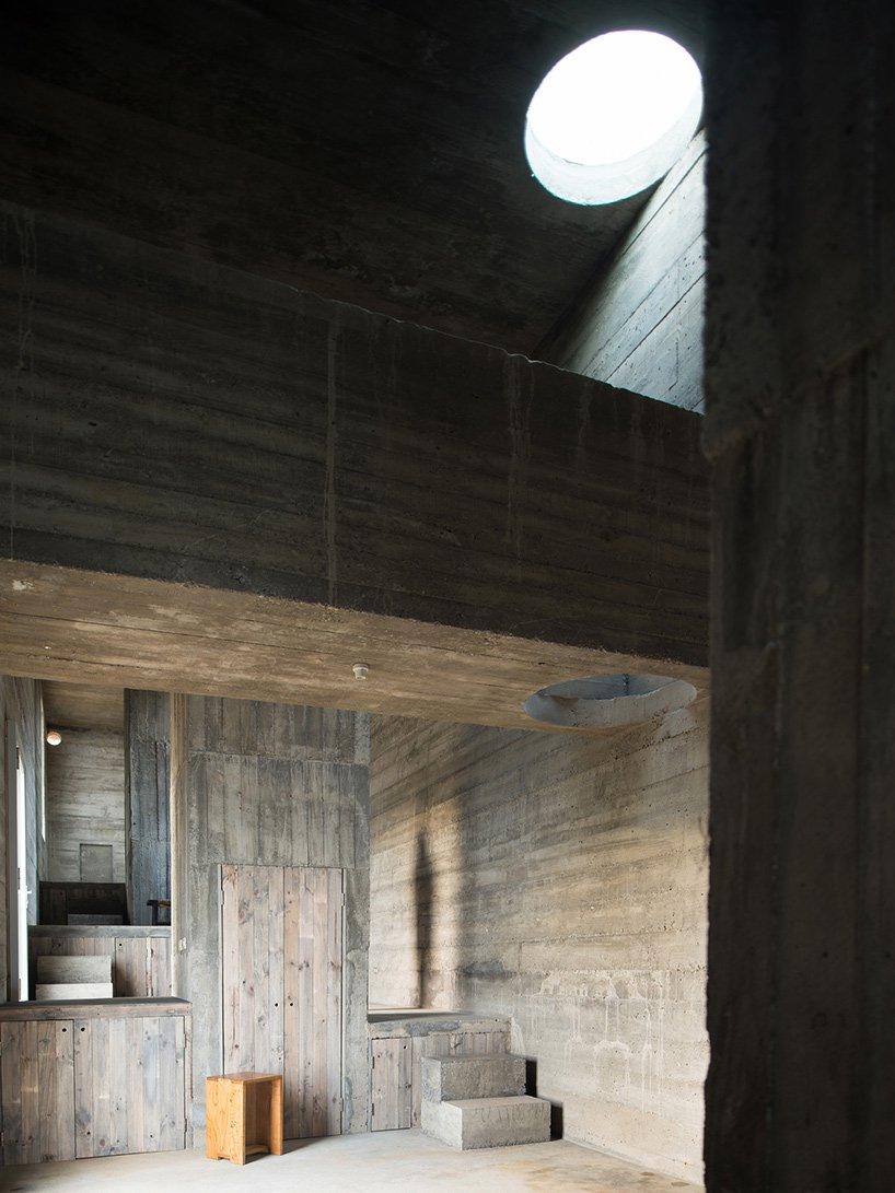 pezo-von-ellrichshausen-loba-house-coliumo-chile-designboom-07.jpg