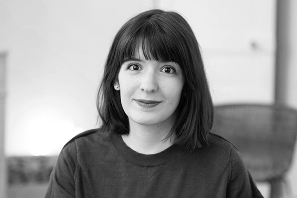 Hermine Blanquart - Directrice artistiqueHermine a commencé sa carrière et acquis le goût de la précision dans de prestigieuses agences spécialistes du luxe et de la beauté. Elle mêle pour Stick & Co typographies habiles et formes graphiques justes, pour proposer un design moderne et rigoureux.