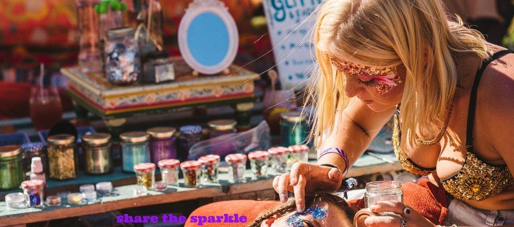 Jingo_festival_glitter
