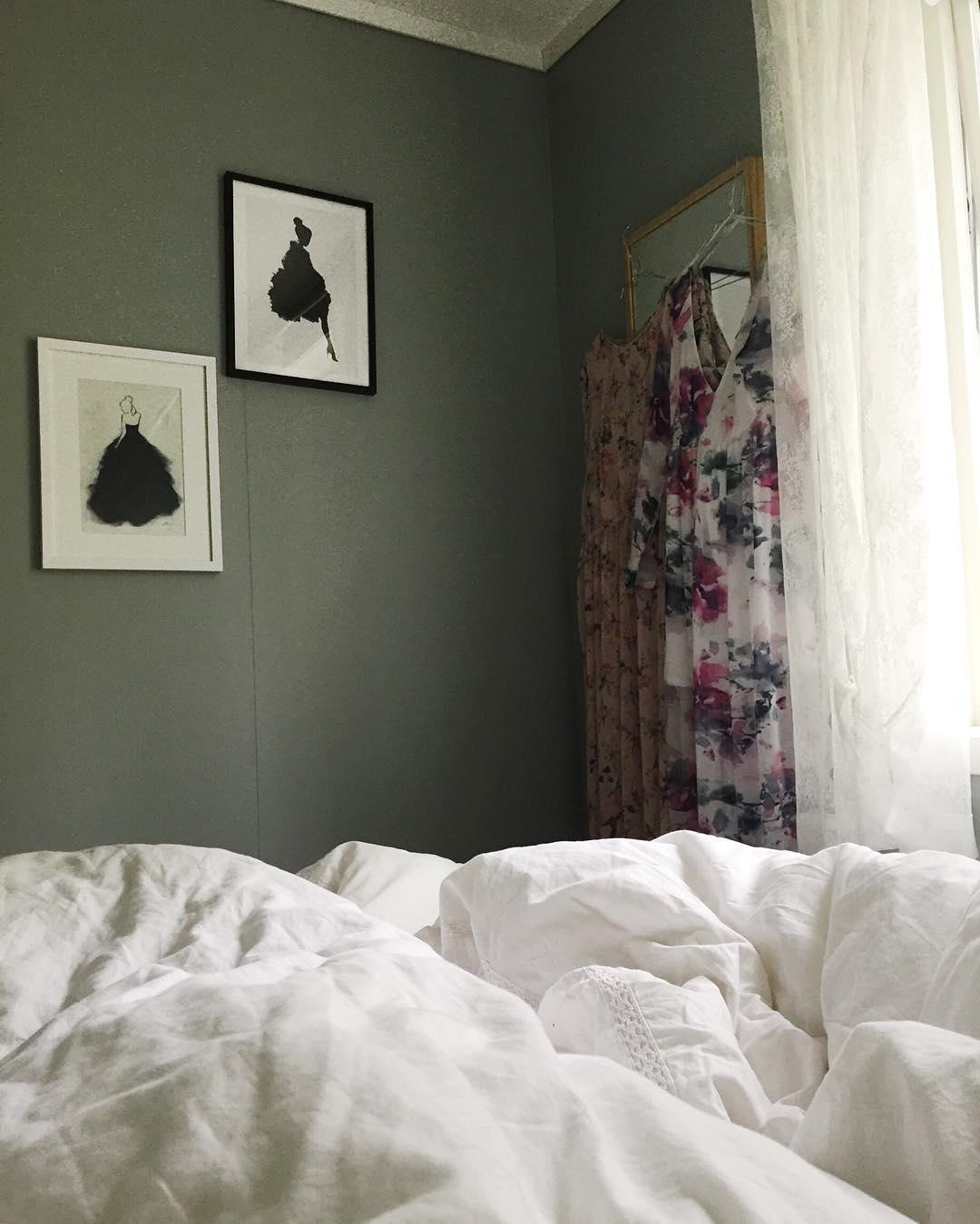 Good morning✨ #tusenogenhatt #tusenogenhattcom #rom123 #boligliv #boligdrøm #boligpluss #interior4all #boligliv_dk #vakrehjemoginteriør #heminredning #kkliving #elledecoration #apartmenttherapy #boliginretning #boligliv #rumrum #bedroom #morning #mornings #morningbliss