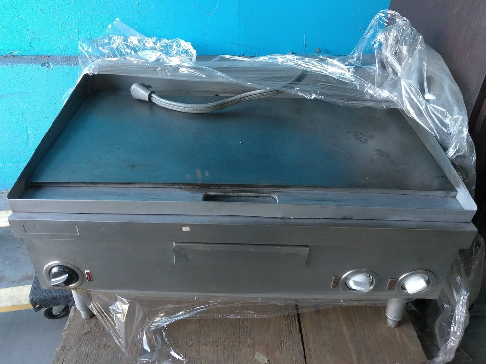 Electric Griddle $ 350.00 ( OBO* )    30 Days Warranty / 220 Volts / Reconditioned