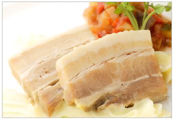 豚ばら肉の蒸し煮 グリビッシュソース