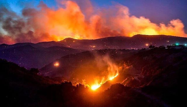 We are lucky to live in a part of Southern California not currently affected by the fires and cannot imagine how the families who have lost their homes and belongings are feeling. Head to @baby2baby to help send necessities to some of the impacted children & families.  #campfire #woolseyfire #hillfire
