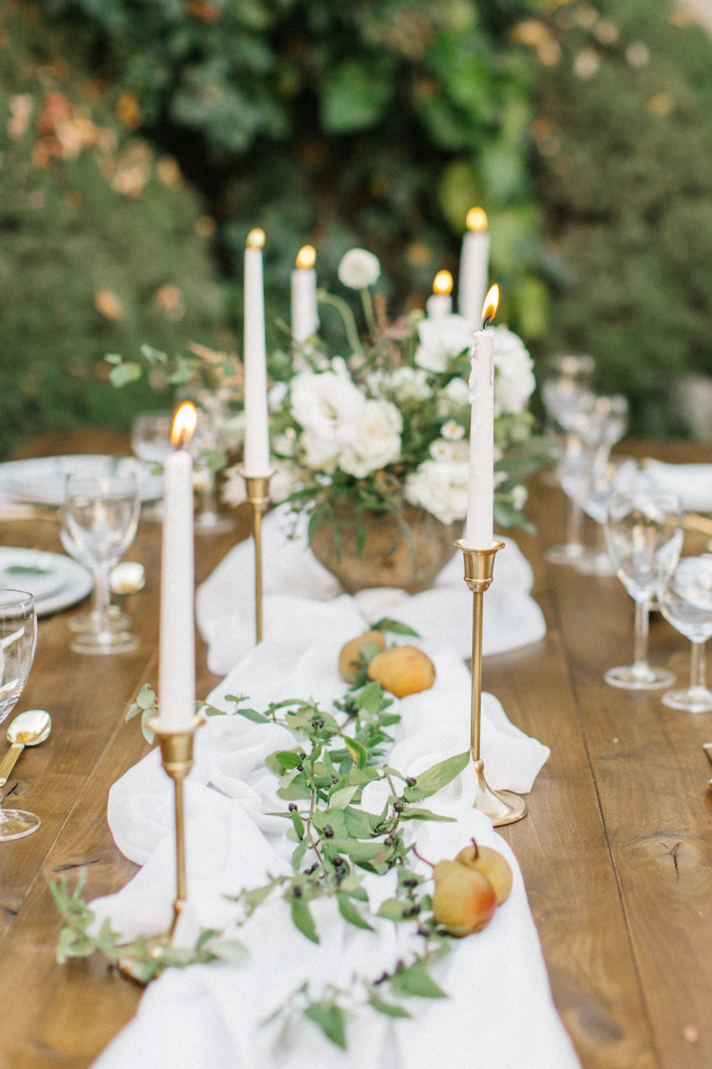 Mila Adams - Kentucky Utah Wedding Florist - White Centerpieces Garden Style