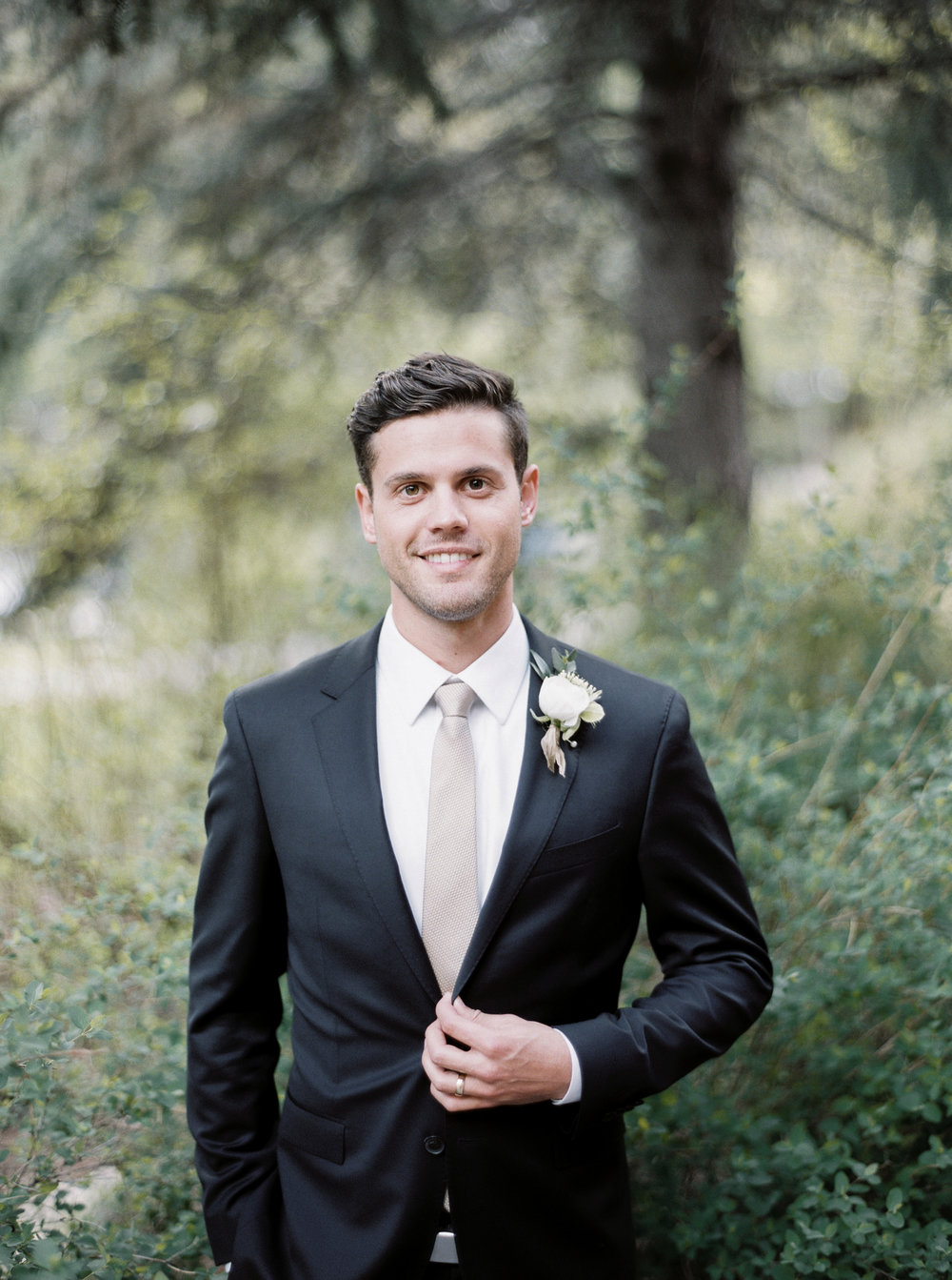 Mila Adams Louisville Lexington Kentucky Wedding Florist White Groomsmen Boutonniere
