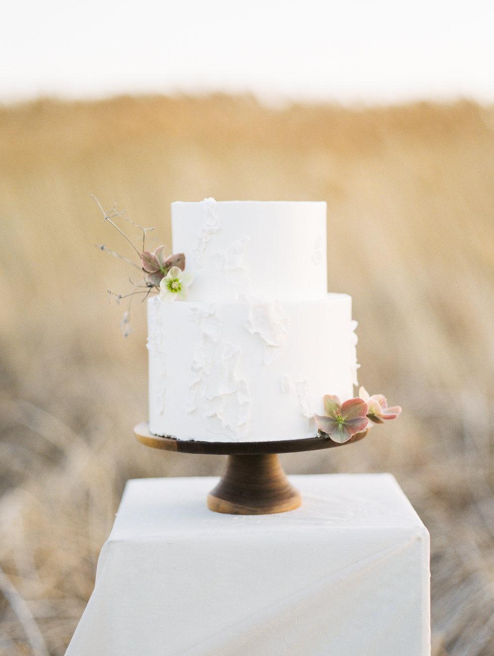 Mila Adams Cake Flowers Kentucky Wedding Florist The southern Bride
