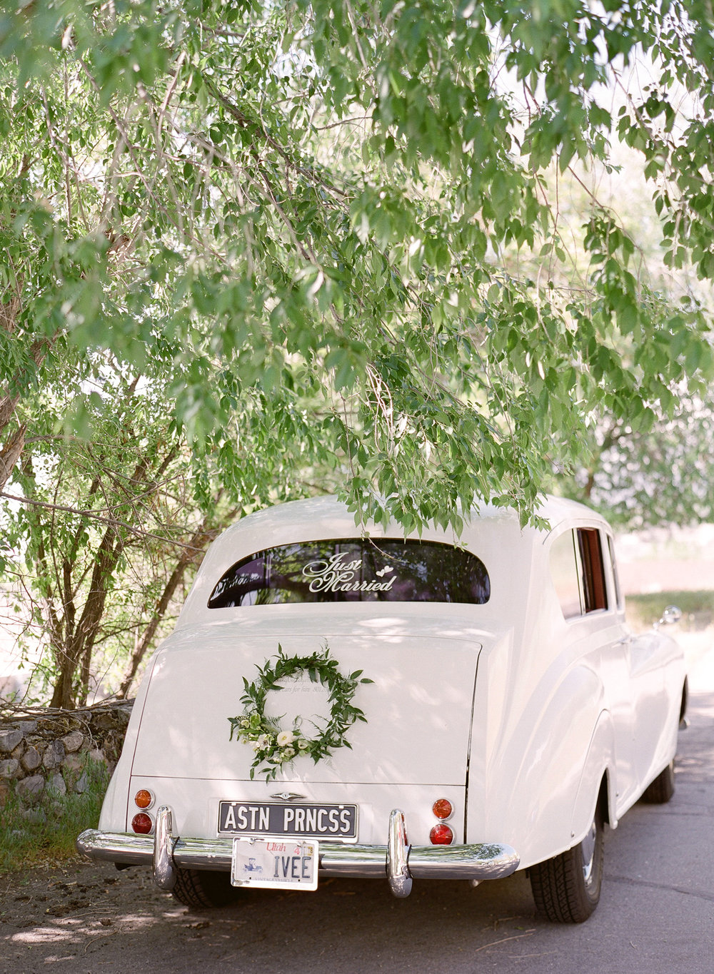 Wreath on Car  Louisville Lexington Kentucky Wedding Florist