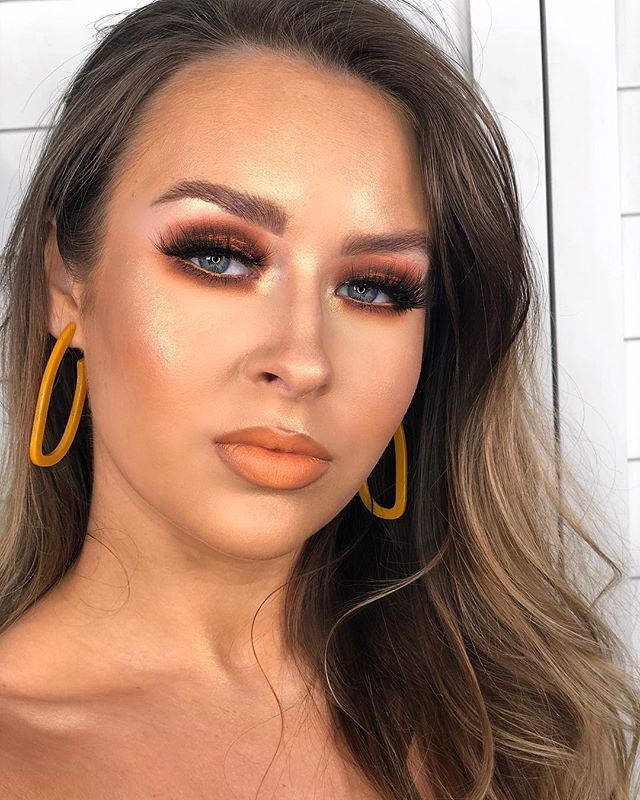 One of my fave creations to date, so one more photo can't hurt.. I love an orange lip what can I say 🤭🍊