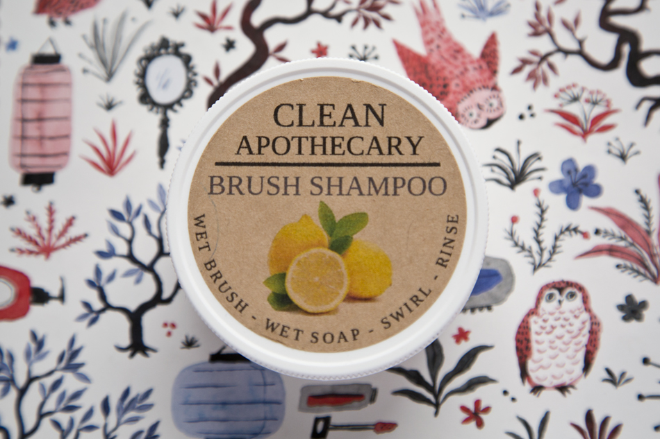 Clean Apothecary Brush Shampoo in Lemon
