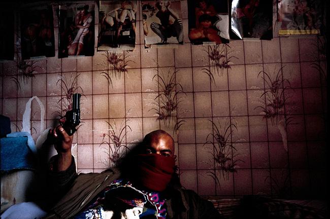 Guy Georges, squat de la rue Saint-Sauveur à Paris, 1995 ©Yan Morvan, courtesy galerie Sit down