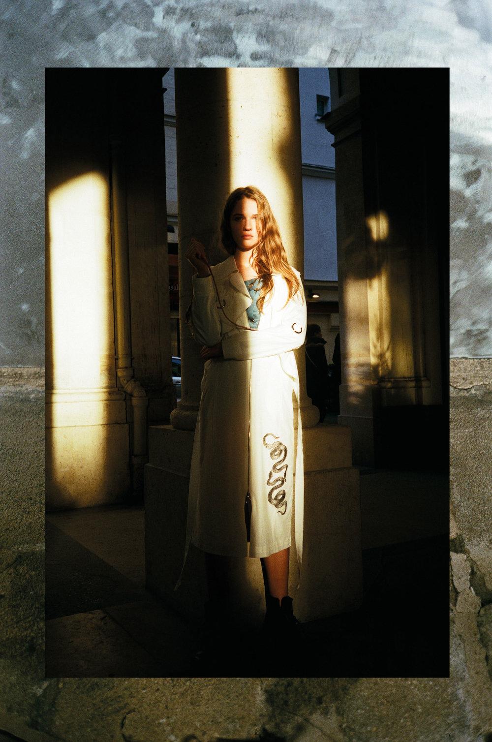 Barbara : Body /  Neith Nyer  - Manteau /  Lantern Sense  - Boots /  Dr Martens