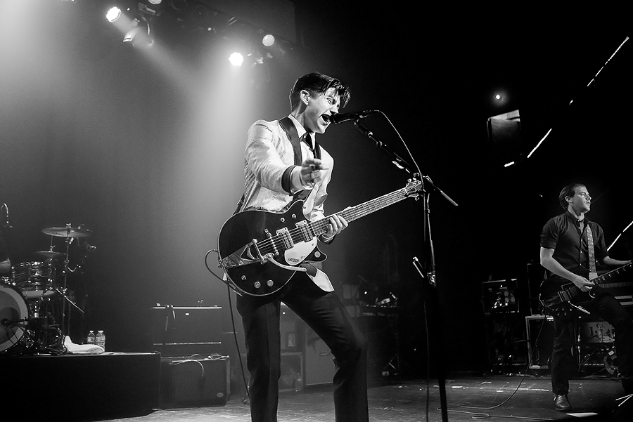 Alex-Turner-Live-Photo-2013.jpg