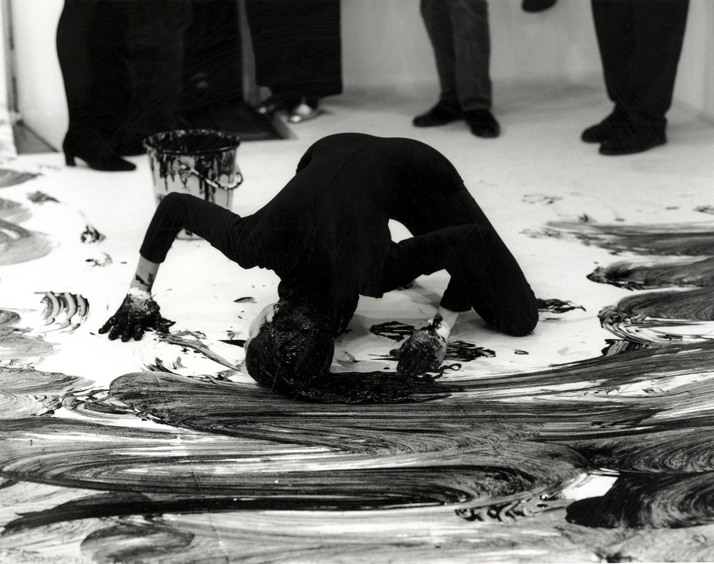Janine Antoni,  Loving Care , 1993 Performance with Loving Care hair dye, Natural Black © Janine Antoni; Courtesy of the artist and Luhring Augustine, New York