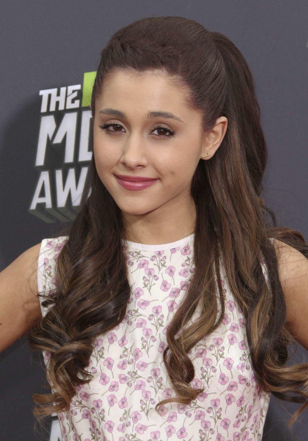 Ariana-Grande---2013-MTV-Movie-Awards--12.jpg
