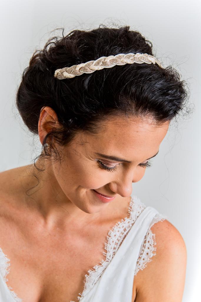 Lucie Fouquet robe Nadège décolleté dentelle festonnée headband Morgane