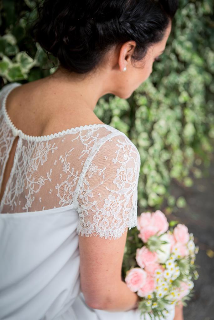 Lucie Fouquet robe Marie croquet dentelle de calais mances festonnées goutte