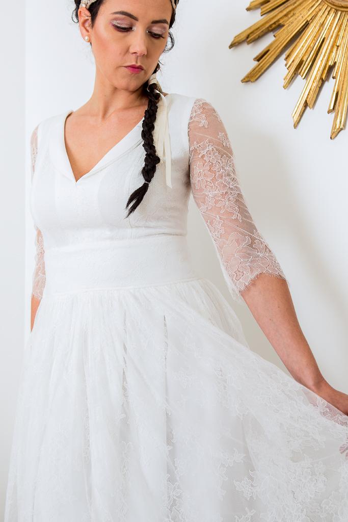 """Lucie Fouquet """"Audrey""""  Robe courte, bas de robe froncé en dentelle festonnée et fond de robe en crêpe"""