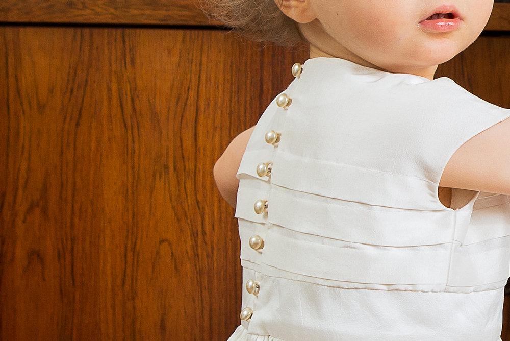 Lucie Fouquet robe Gabrielle boutons de nacre plis horizontaux