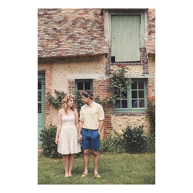 """Robe """"Nymphéa"""", tellement mise en valeur par @amelia_nymphea aux côtés de @paul_nymphea  dans ce magnifique cadre romantique et champêtre. 🌸 @lusineapetales 📸 @anneclairebrun m (photo recadrée pour instagram)  #weddingdress #bespoke #madeinfrance  #shesaidyes #luciefouquet  #wedding #bridal #tailormade #surmesure #mariage #broderieanglaise #corail #il_etait_temps_a_et_p"""