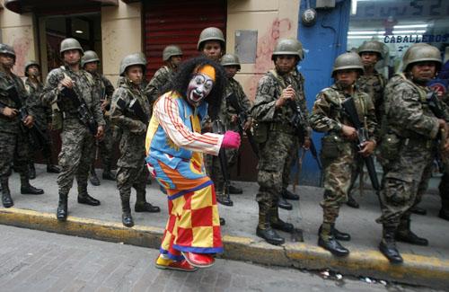 honduras-clown-500.jpg