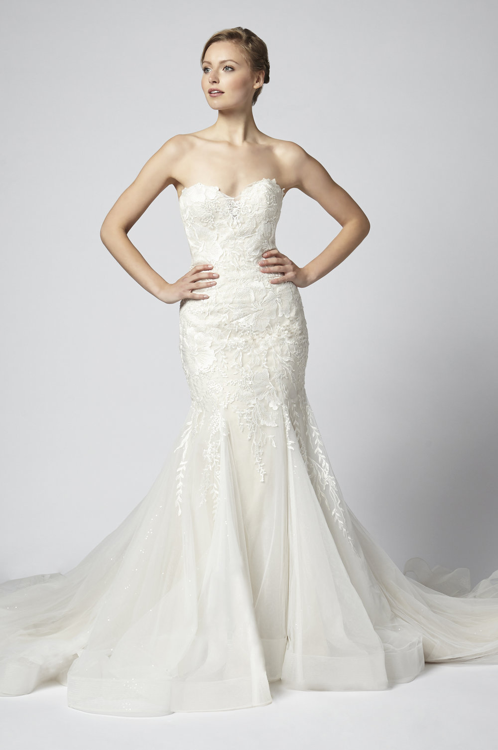 Deep Sweetheart Lace Sleeveless Sheath Wedding Dress