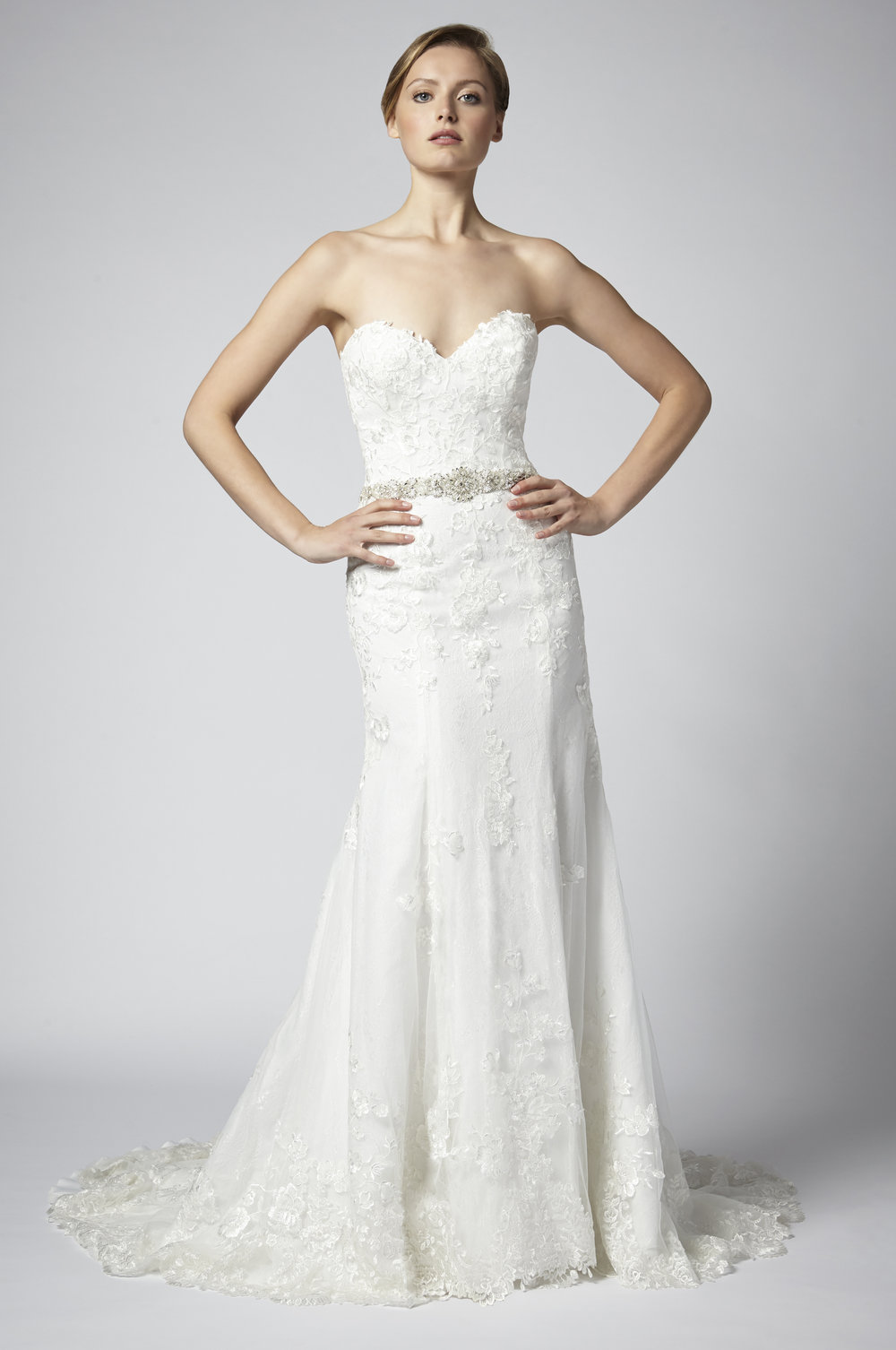 Sweetheart Neckline Fitted Wedding Dress