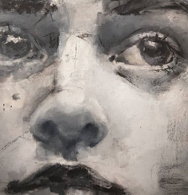 This is a little detail of the painting I am working now...second day, #largecanvas #art #portrait #oilpainting #blackandwhite #mondaywork #oilpainting  #carboncillo #lunar #arte #mixart #charcoal #values #different #experimenting #retrato #lunes #descanso #pintura #blancoynegro #new #nuevo #artist #canvas #largecanvas #lienzo