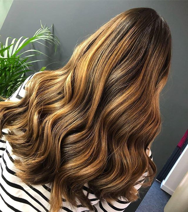 // S U N D A Y. B A L A Y // . . @farah.wcreative . . #wellacolor  #instahair  #hair #balayage #sunkissed #davines #faceframinghighlights #blonde #wavyhair #beachhair #sunkissed #longhair #nottinghamhairdresser #nottinghamsalon #wcreative #behindthechair #wantthathair #hairinspo #hairenvy #hairgoals #picoftheday #balayage #golden