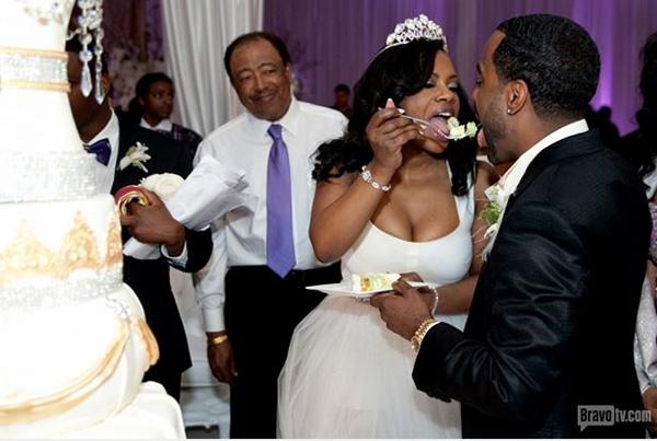 Kandi-Burruss-Todd-Tucker-Wedding-Photos-Wedding-cake-1