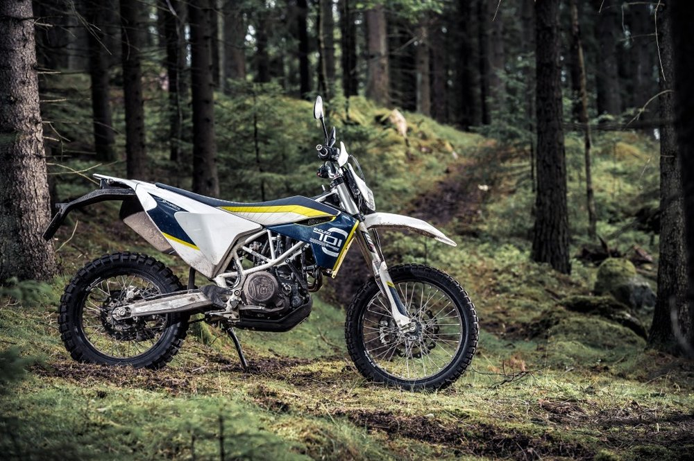 At only 157kg the Husqvarna 701 Enduro gets 67hp out of its one-cylinder-engine.