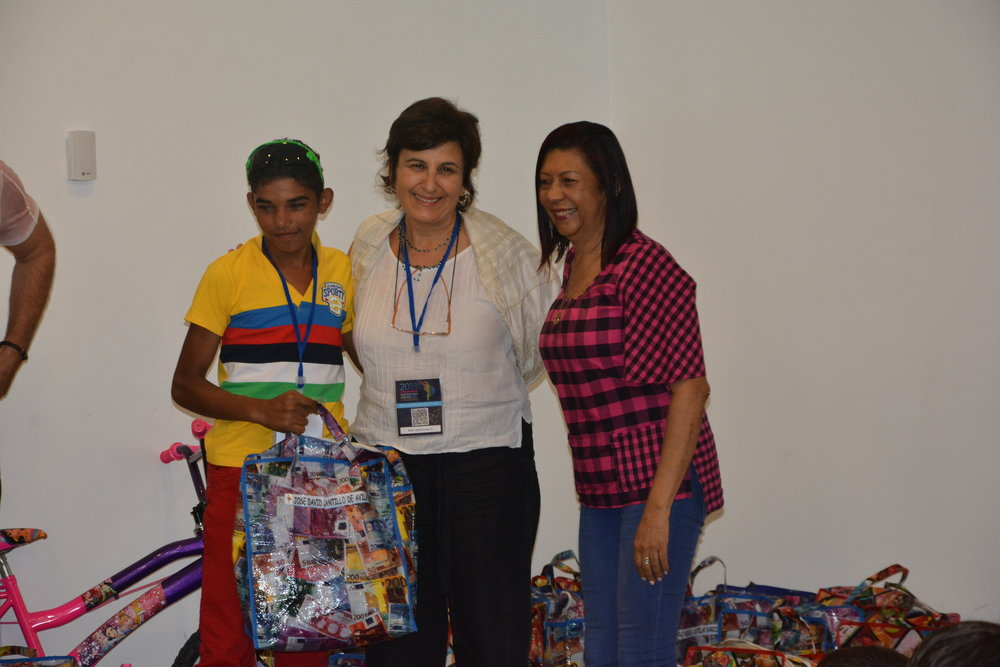 Dr. Anna-Rita Bentivoglio giving gifts to Factor-H sponsored kids