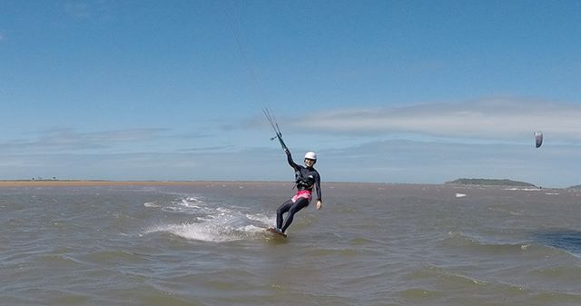 weekend unwind  #kiteboarding#kitesurfing#townbeach#beachlife#windydays #saltysea#kitefun#timetoride
