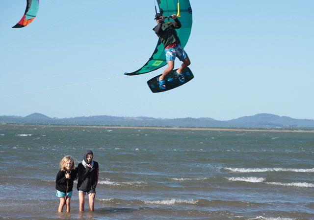 look out, kids #northkiteboarding#kiteboarding#kiteboard#kitesurf#windydays#saltysea#lovethethesalt#beachlife#beach#funinthesun#sunsmart#townbeach#mackaypride#mackaylife