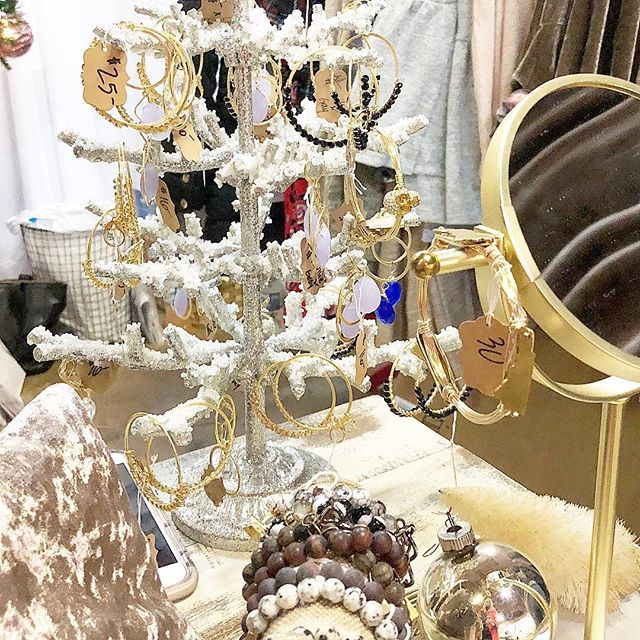 """Day #6 - 25% of all jewelry styles with code """"SHINE"""" // stock up on last minute earrings, bangles, necklaces and wraps #ollieandgray #12daysofchristmas #12daysofdeals #stylebar #jewelry #baubles #accessories #shoplocal #shopsmall #reeseshardwear #lovepoppy"""
